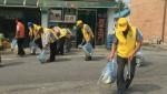 고덕면 노인회분회 한내자원봉사클럽 회원들이 지난 23일 마을 시가지 일대 환경정화 봉사활동을 하고 있다. .jpg