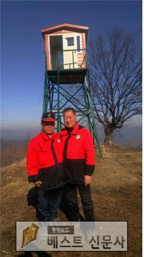 진천읍 산불감시원 사진(왼쪽 서창석, 오른쪽 정종식).jpg