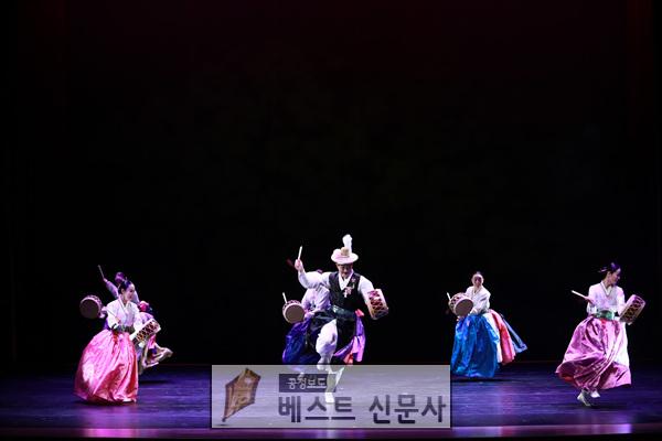 화예술과]한국춤백년화(열두자락)무용공연.jpg