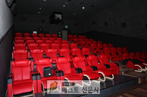 영주   2-옛)영주시외버스터미널 부지에 들어선 영화관(내부 모습-VIP관) (1).jpg