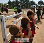 [청주시 : 정용환 기자] 율봉근린공원, 청주시 전국 유일 상·하반기 연속 도심 승마체험 …